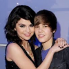 http://www.hotgossip.com/justin-bieber-and-selena-gomez-seen-kissing-and-holding-hands-are-they-back-together-for-good/10778/