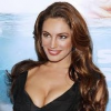 http://www.hotgossip.com/glamour-model-kelly-brook-takes-drastic-meaures-to-avoid-gathering-paparazzi/11526/