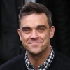 http://www.hotgossip.com/robbie-williams-calls-on-gary-barlow-in-his-hour-of-need/11488/