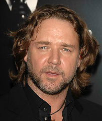 Russell Crowe Saved After Losing Way While Kayaking