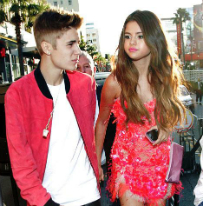 Selena Gomez Breaks Up With Justin Bieber