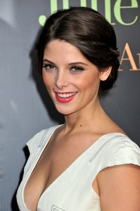 Ashley Greene reveals her thoughts about Robert Pattinson and Kirsten Stewart plus her own lovelife!